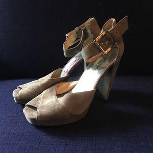 Michael Kors sz 8 grey suede platform heels